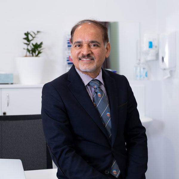 Dr Abdul Chaudhry orthopaedic surgeon